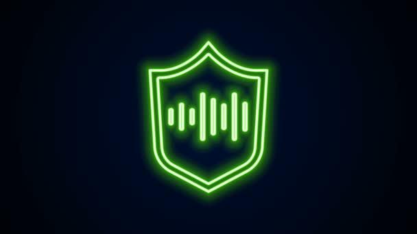 Ragyogó neon vonal Pajzs hangfelismerő ikon elszigetelt fekete háttérrel. Hangalapú biometrikus hozzáférés-hitelesítés a személyazonosság-felismeréshez. 4K Videó mozgás grafikus animáció