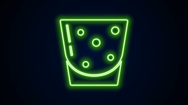 Ragyogó neon vonal Üveg rum ikon elszigetelt fekete alapon. 4K Videó mozgás grafikus animáció