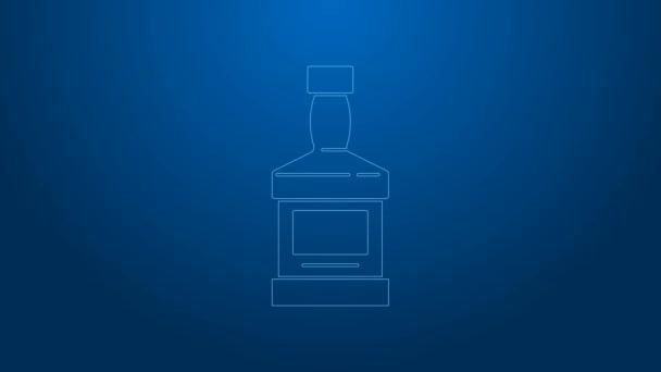Fehér vonal Whiskey palack ikon elszigetelt kék alapon. 4K Videó mozgás grafikus animáció