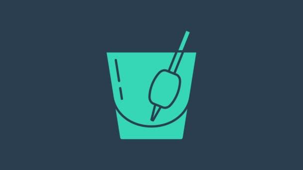 Türkis Cocktail Bloody Mary Symbol isoliert auf blauem Hintergrund. 4K Video Motion Grafik Animation