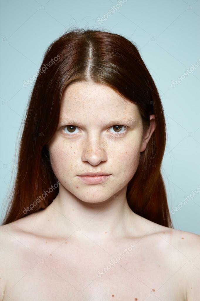 tizenéves vörös hajú