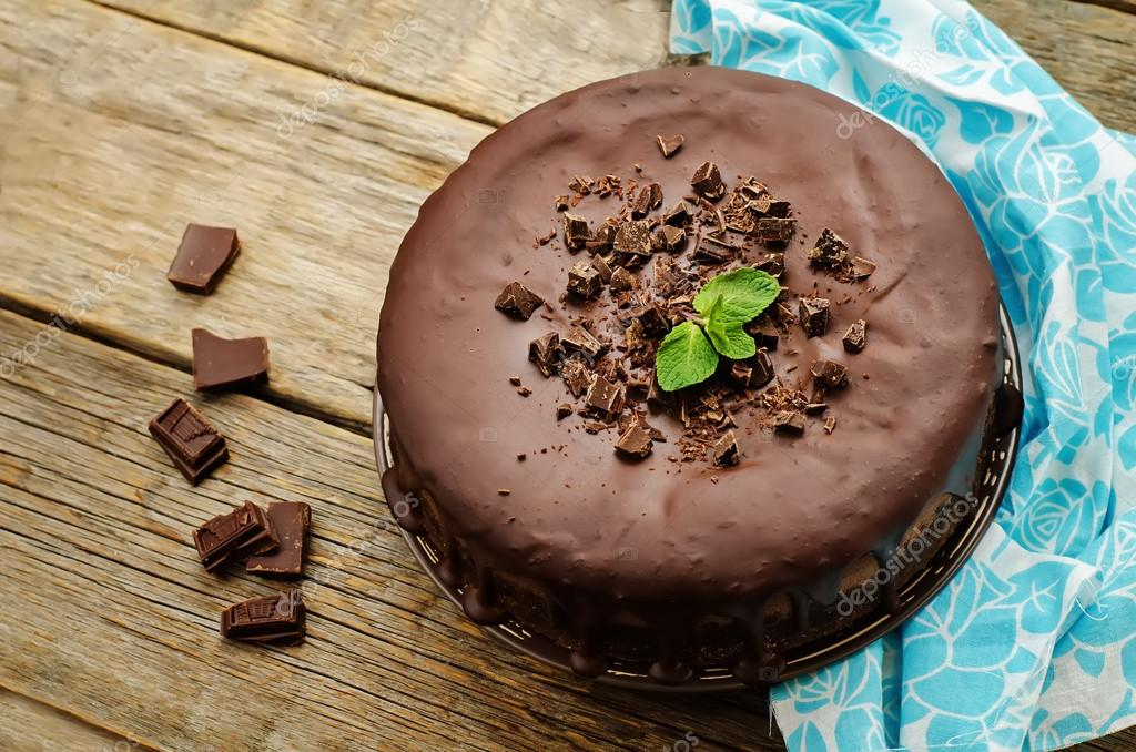 Chocolate cheesecake with chocolate glaze — стоковое фото