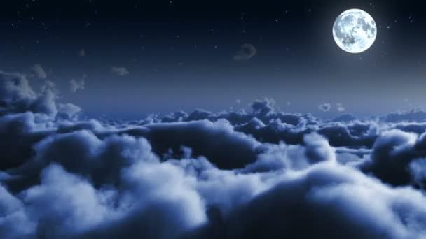 Noční let nad mraky, hvězdy a měsíc