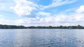 Fotografie Mehrere Segelboote auf einem schönen blauen See.