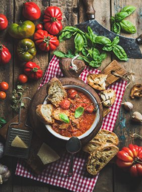 Italian roasted tomato and garlic soup