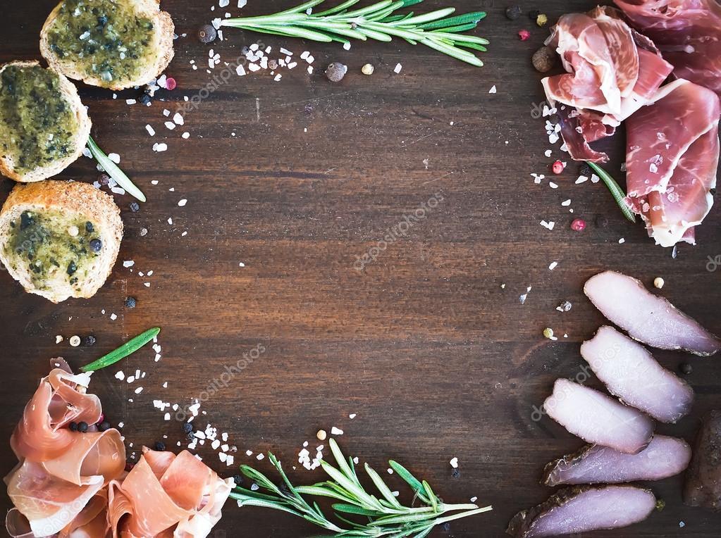Wijnset. vlees voorgerecht: prosciutto serrano en genezen lamsvlees
