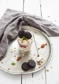 Fotografie ovesné müsli jogurt s ovocem