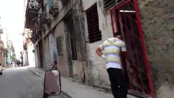 jízda na koloběžce taxi prostřednictvím havana, Kuba