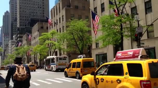 Taxíky v ulicích Manhattanu, new york city, usa