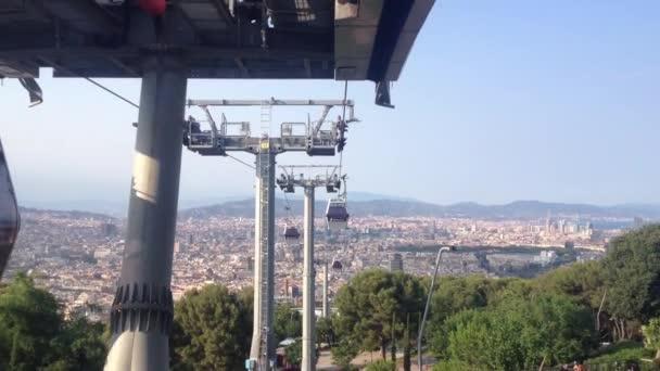 lanovka bude z kopce montjulc v Barceloně, Španělsko