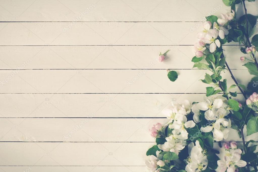 Fondo De Flores Vintage: Fondo De Madera Vintage Con Flores Blancas, Manzana Y