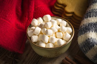 Christmas sweets: mini marshmallows in bowl and gingerbread cookies