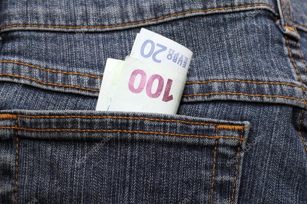 e92fe85e9 ciento y veinte euros en jeans bolsillo americano — Fotos de Stock ...