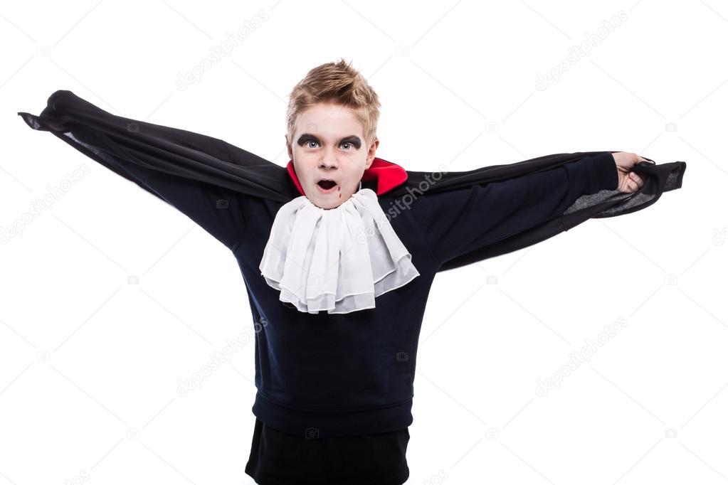 Kleiner Junge verkleidet als Dracula für die Halloween-party ...