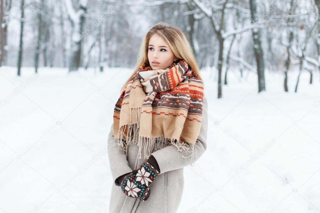 красивые девушки в зимней одежде