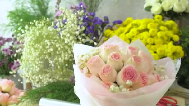Květinářství, ruka uspořádání růže Kytice květinářství
