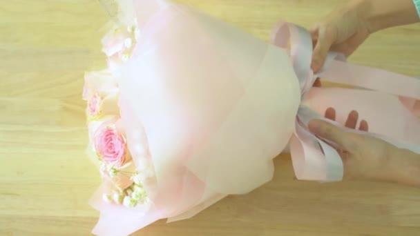 Virágkötő szalagok, ezen a környéken: rózsaszín rózsa csokor árukapcsolás lebonyolítása csokor, keze