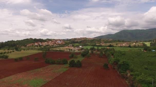 A légi felvétel a toscan-stílusú ház-völgyben, khao yai, Thaiföld