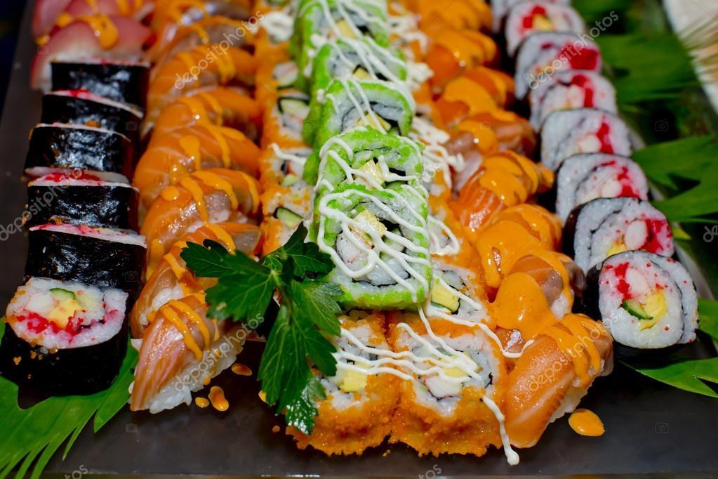 Cocina japonesa cocina estilo sushi en el restaurante de for Cocina moderna tipo buffet