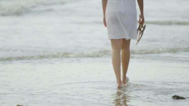 Krásná žena na ocean beach
