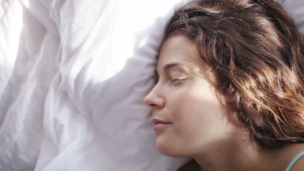 Atraktivní spící žena