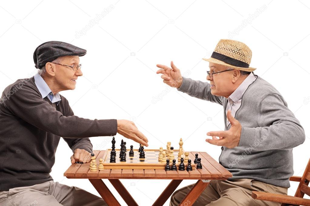 Favoriete ouderen spelen een spel van schaak — Stockfoto © ljsphotography @SM27