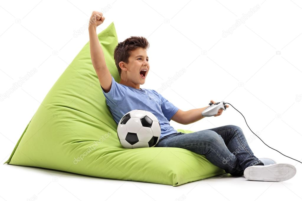 Fotos Ninos Jugando Videojuegos Nino Alegre Jugando Videojuegos