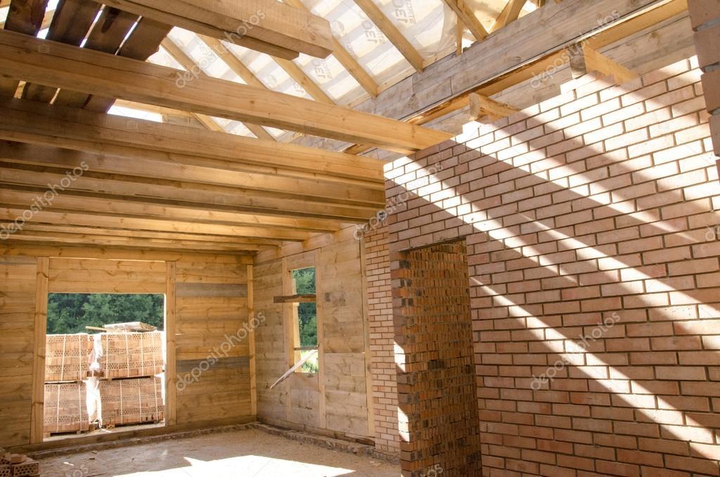 Case Di Legno E Mattoni : Costruzione di case in legno e mattoni u foto stock