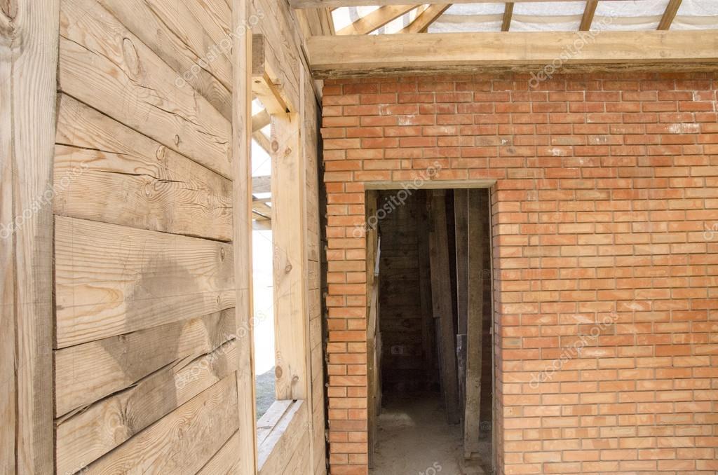 Case Di Legno E Mattoni : Casa di mattoni e travi in legno u foto stock victoryvelychkom