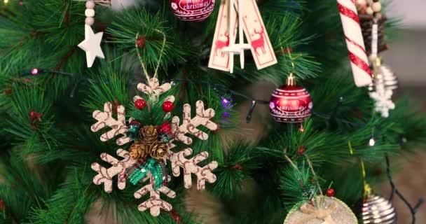 Karácsonyfa dekorációk és játékok. Absztrakt és háttérjelenet