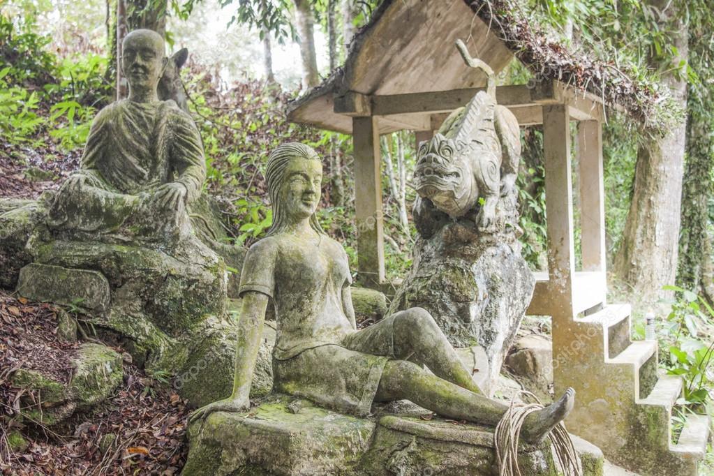 De Magische Tuin : Stenen beelden op de magische tuin u stockfoto dani ronneberg