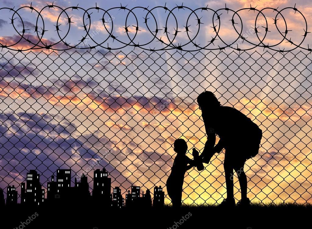 Madre De Refugiados De Silueta Con Un Bebé