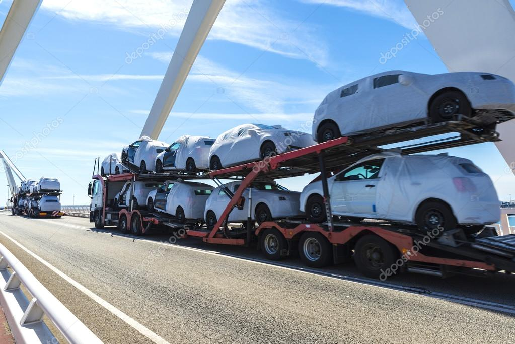 Trucks carrying new cars – Stock Editorial Photo © J2R #109571588