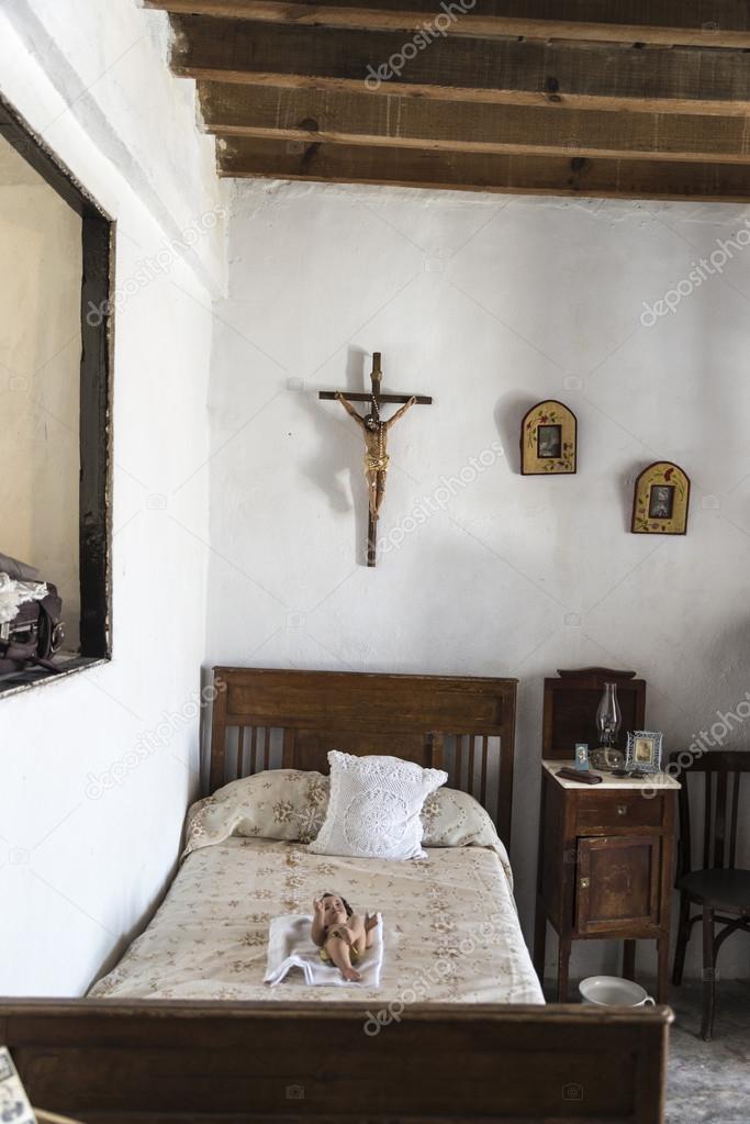 Vecchia camera da letto casa colonica — Foto Editoriale ...