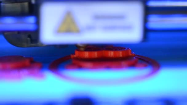 3D printer prints macro
