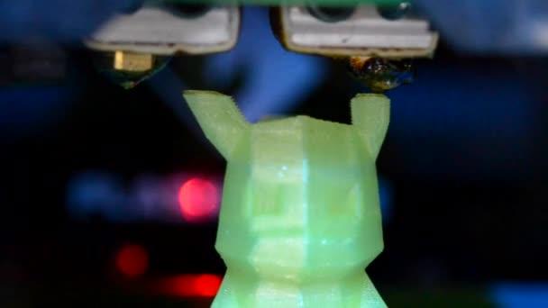 3D printer prints the shape macro