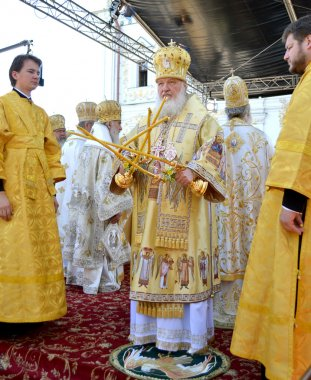 Kiev, Ukraine, the Holy Dormition Kiev-Pechersk Lavra, the celebrations in honor of the anniversary of baptism rusib - July 27, 2013: Patriarch Kirill blessed at the service in honor of the