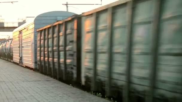 Nákladní vlak při vysoké rychlosti