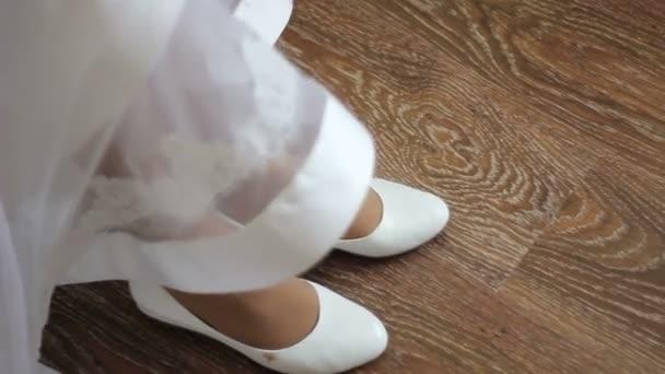 nevěsty nosí bílé boty