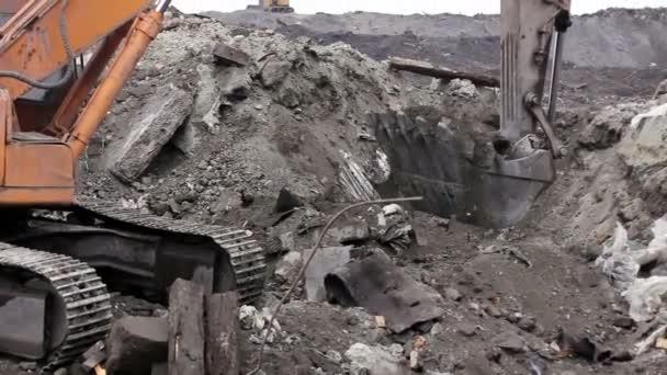 excavator mine 06