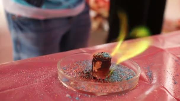 chemické experimenty. zelený oheň