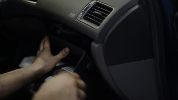 Změna filtru salonu na auto čerpací stanice