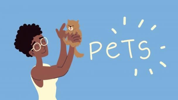 Afro-Frau mit Katzenmaskottchen