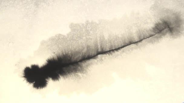 Jizvu inkoust se aplikuje s mokrý list papíru