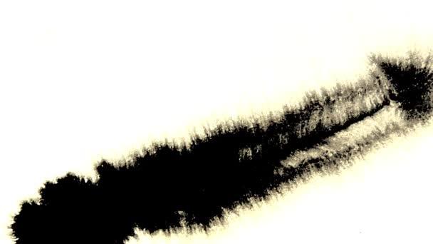 Narbenfarbe wird mit einem nassen Blatt Papier aufgetragen
