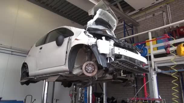 Recyklace a demontáž vozu. Garážové likvidace