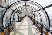 Üveg alagút a híres Centre Pompidou, Paris, Franciaország
