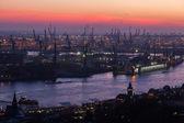 Luftaufnahme von Hamburg, Deutschland, im Morgengrauen