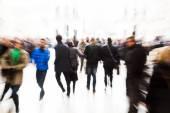 absztrakt tömeg az emberek a városban, a kreatív nagyítás