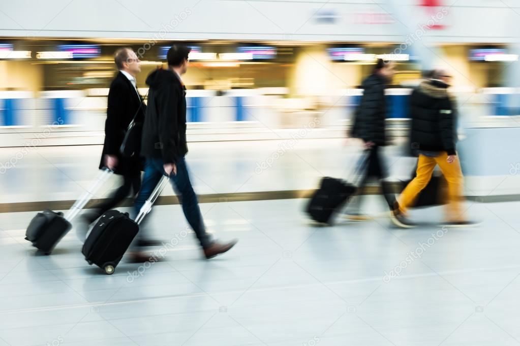 Ejecutiva De Viajar Personas En El Aeropuerto De